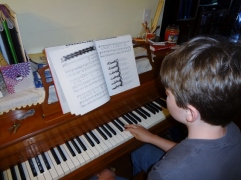 playing from The Song of Robin Hood