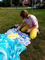 making tie dye shirst